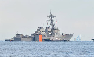 美重伤驱逐舰由搬运船运回美大修