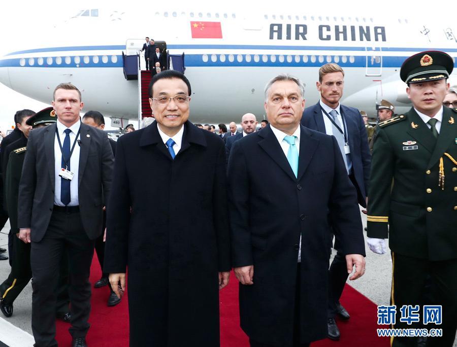 李克强抵达布达佩斯出席第六次中国-中东欧国家领导人会晤并对匈牙利进行正式访问