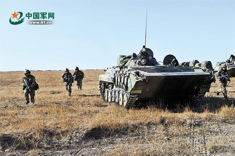 """陆军组织""""严寒-2017""""演习 零下17度激烈对抗"""