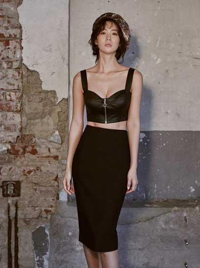Clara克拉拉玩转黑色诱惑 蕾丝皮衣妩媚动人