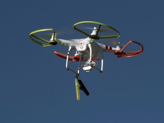 加州男子在NFL赛场放飞无人机散发反媒体传单被捕