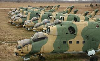 飞机坟场大量退役雌鹿直升机