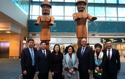 佟晓玲抵达温哥华履新 担任第十三任驻温总领事
