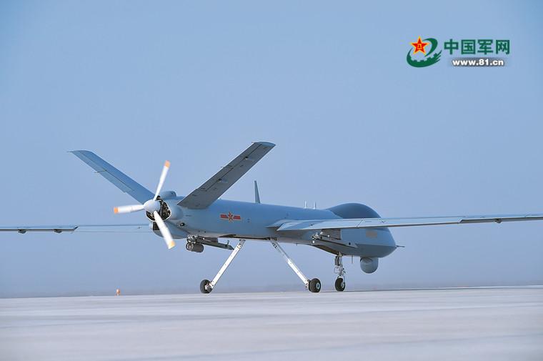 揭秘精锐无人机部队:特级战机飞行员操作无人机