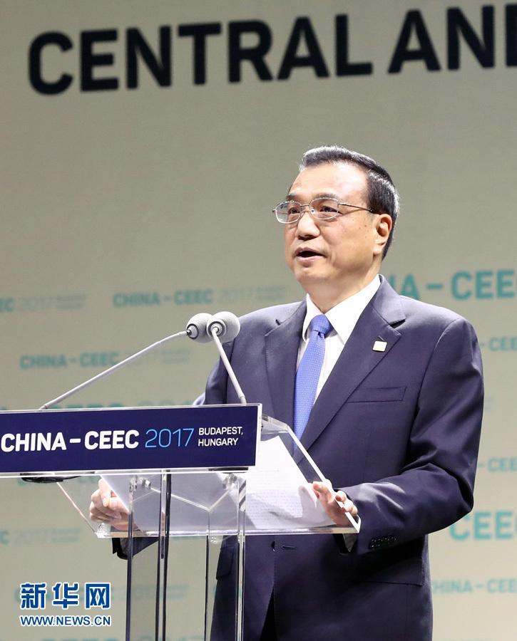 李克强与中东欧国家领导人共同出席第七届中国-中东欧国家经贸论坛开幕式并致辞