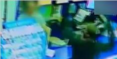 华人店员赤手空拳打跑持刀歹徒 11秒连拍10巴掌