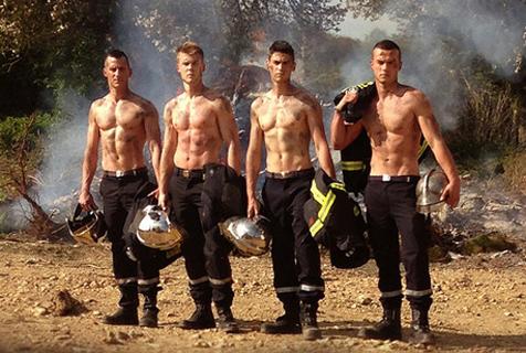 法国消防员日历出炉 肌肉硬汉秀身材