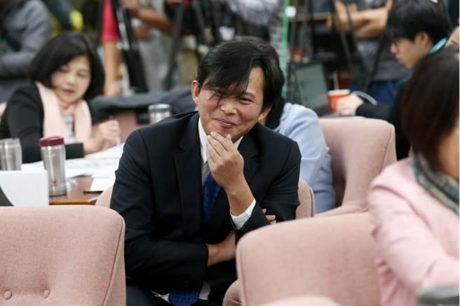 """台媒体人:""""罢免""""黄国昌有机会成功 两年前坚持""""修法""""等同自毙"""