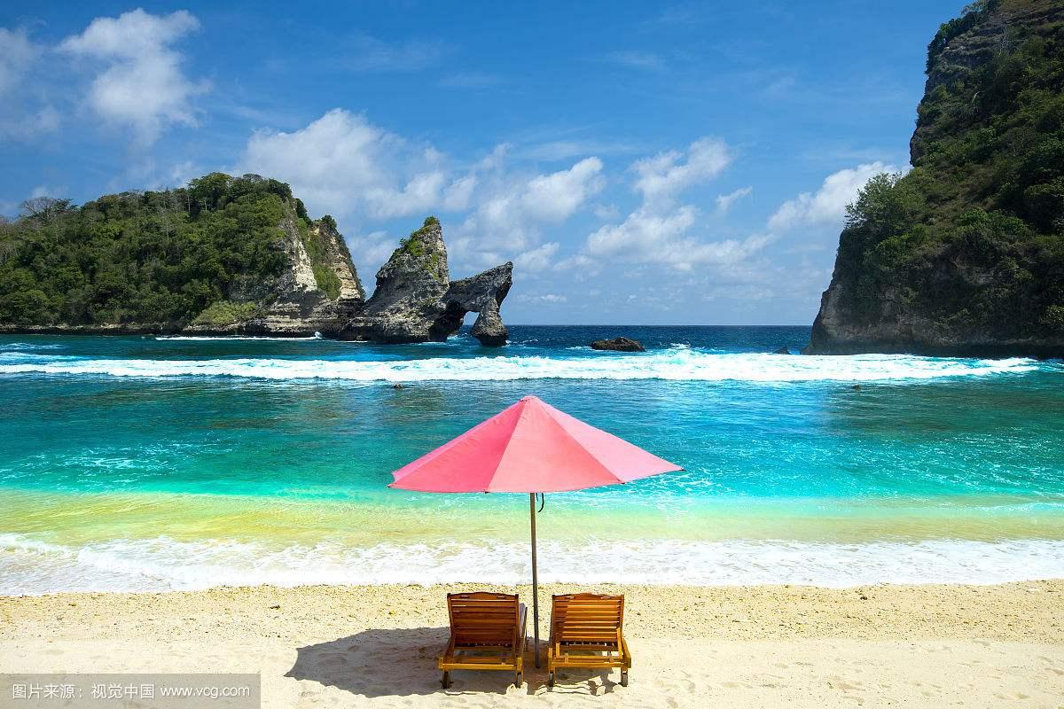 外交部:协助巴厘岛中国滞留游客 积极做好航班安排