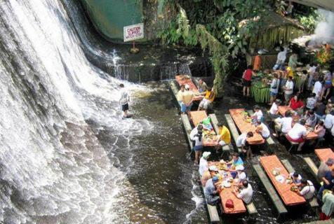 菲律宾瀑布餐厅 置身山水间品尝美食