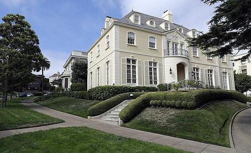 美华裔夫妇花9万美元买下豪宅街 住户促撤回拍卖