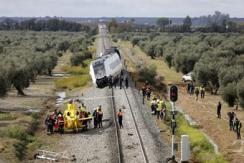 西班牙旅客列车发生脱轨 至少21人受伤