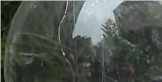 男子出租车上点了一支烟 火星溅到网红气球炸伤4人
