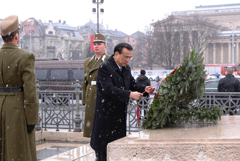 李克强结束对匈牙利的访问 离开布达佩斯