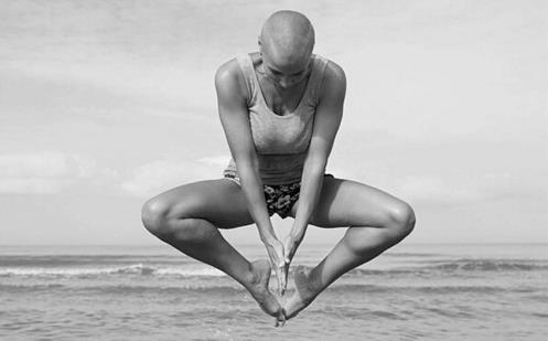 俄罗斯辣妈反重力练瑜伽