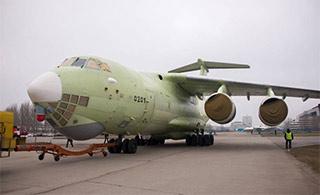 俄新伊尔78加油机下线换新发动机