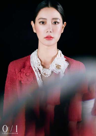 Clara克拉拉梦幻大片曝光  红唇艳丽造型独特