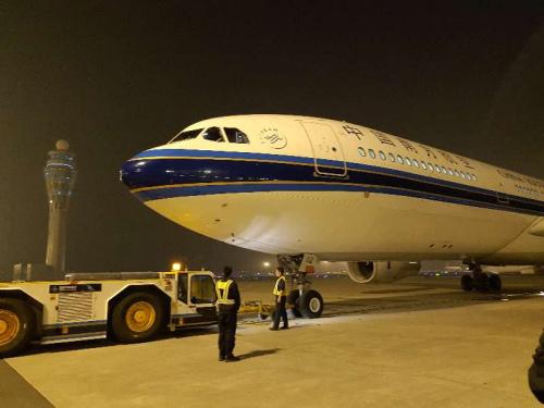 1.7万中国游客被困巴厘岛 6架中国客机急赴接人