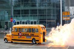 """不怕迟到!德工程师设计""""喷气式校车"""""""