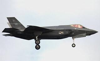 驻日美军F35A战机零件掉落
