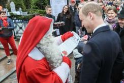 乔治小王子求老爸捎信给圣诞老人