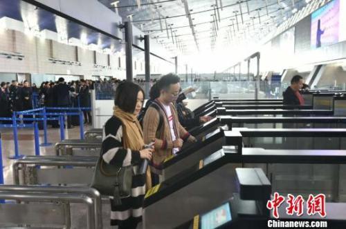 上海新增26条出境边检自助通关通道
