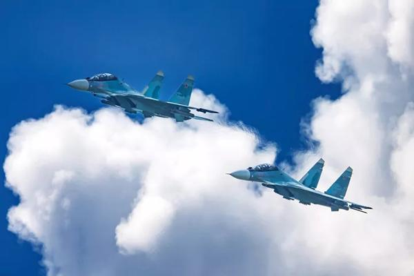 俄向中国交付第三批5架苏35S战机 飞越天津时被拍
