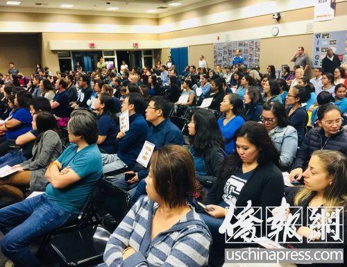 中国侨网尔湾众多华人参加学区家长论坛。(美国《侨报》 尚颖/摄)