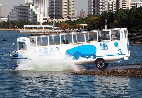 日本水陆两用巴士正式运行 全长11.9米