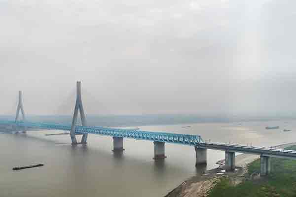 宁安高铁驰骋安庆长江大桥