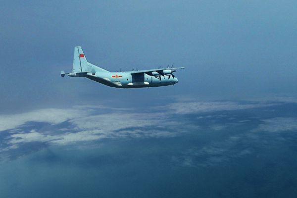 中国空军运-9机群奔袭数千公里演练岛礁空投
