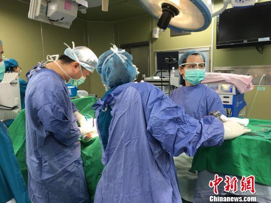 22岁姑娘患罕见家族病 肠道内长1000多颗息肉