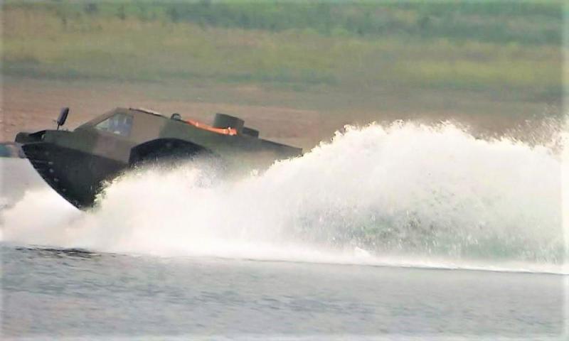 中国测试最快两栖战车 俄专家:速度快不重要