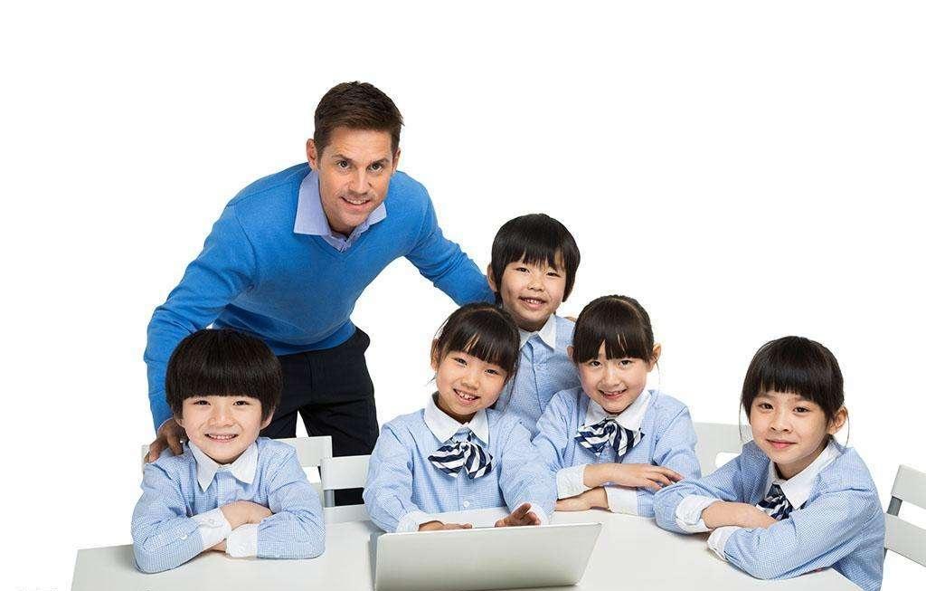 读国际学校还是国际部 首选是公立中学国际部