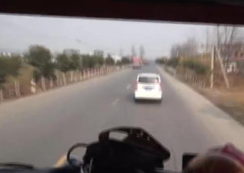 澳门银河金沙娱乐:安徽阜阳一面包车故意阻挡消防车_司机被行拘8日