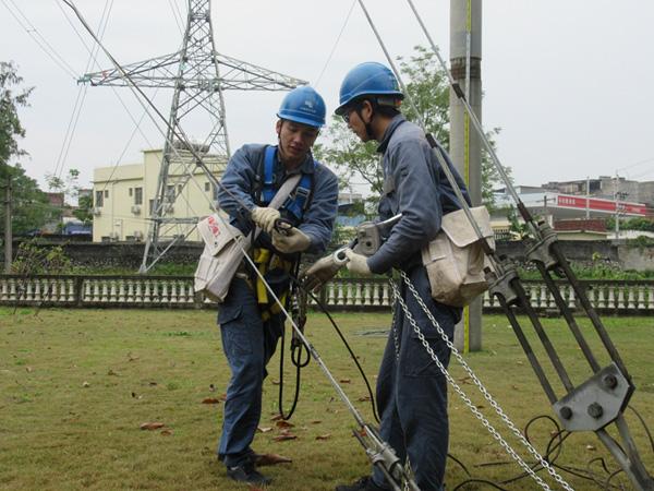 贵港网区输电技能比武决战高空 含无人机操作