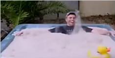 """历害了!""""液态""""沙子游泳池"""