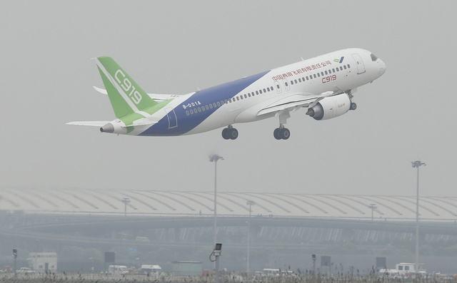 国产大客机C919已接订单730架 第二架月底首飞