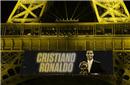 C罗本周五正式领取第五座金球 埃菲尔铁塔下颁奖