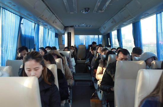 """全国首辆""""无霾巴士""""现京城:APP购票专人专座"""