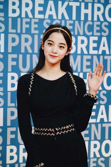 亚洲首位受邀艺人欧阳娜娜 出席NASA颁奖典礼