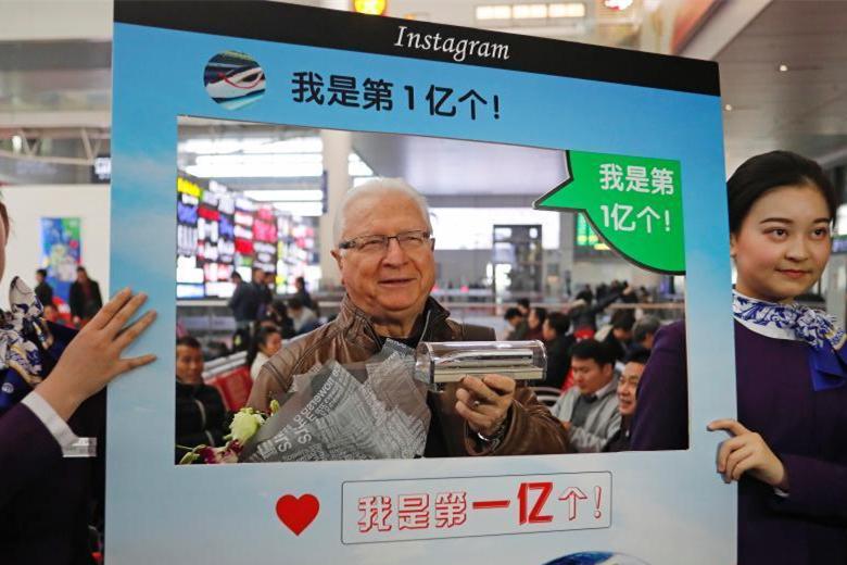 铁路上海站迎来今年第1亿名旅客 是位美国朋友