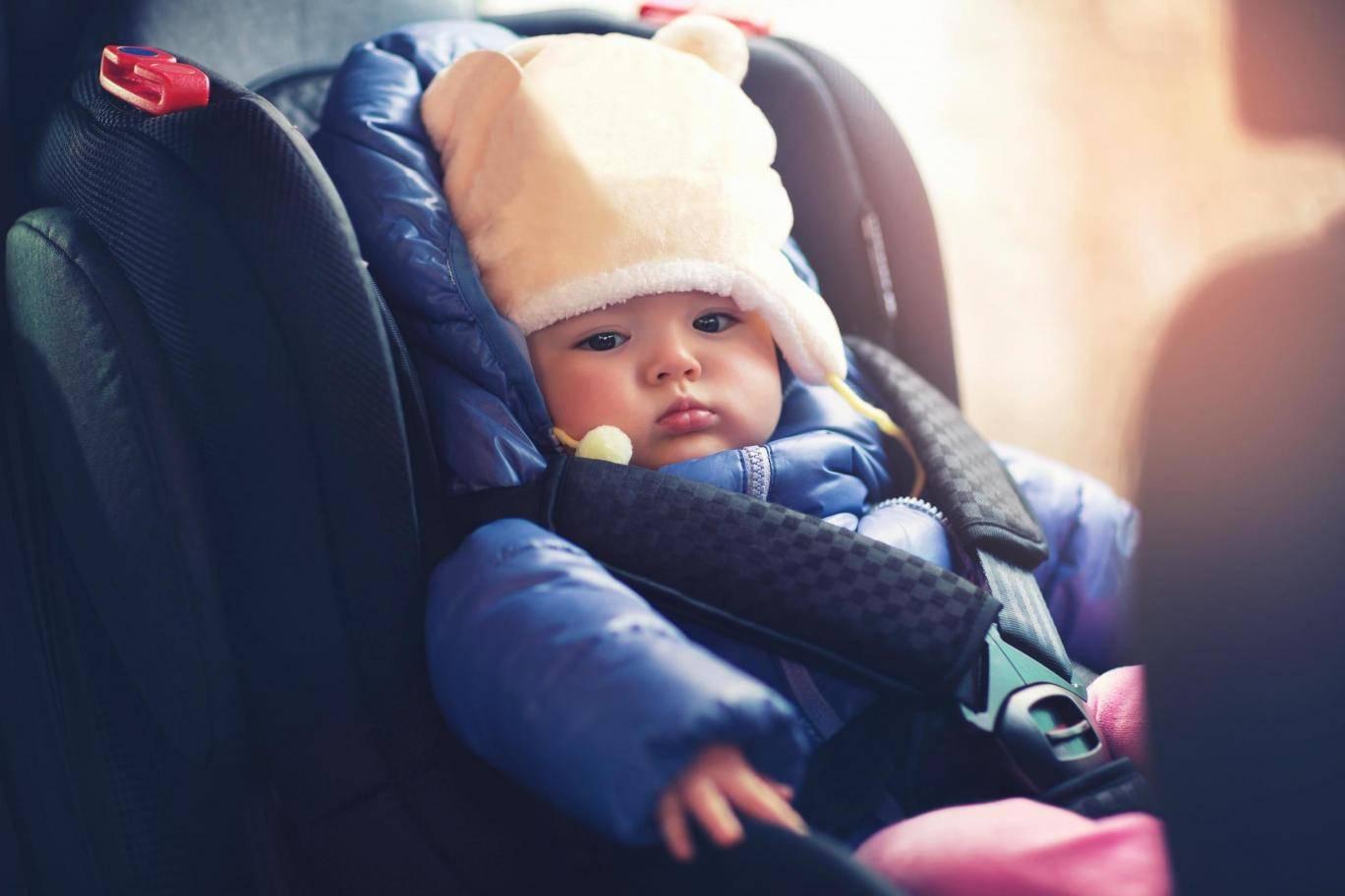 家长请注意!孩子坐安全座椅不要穿厚外套