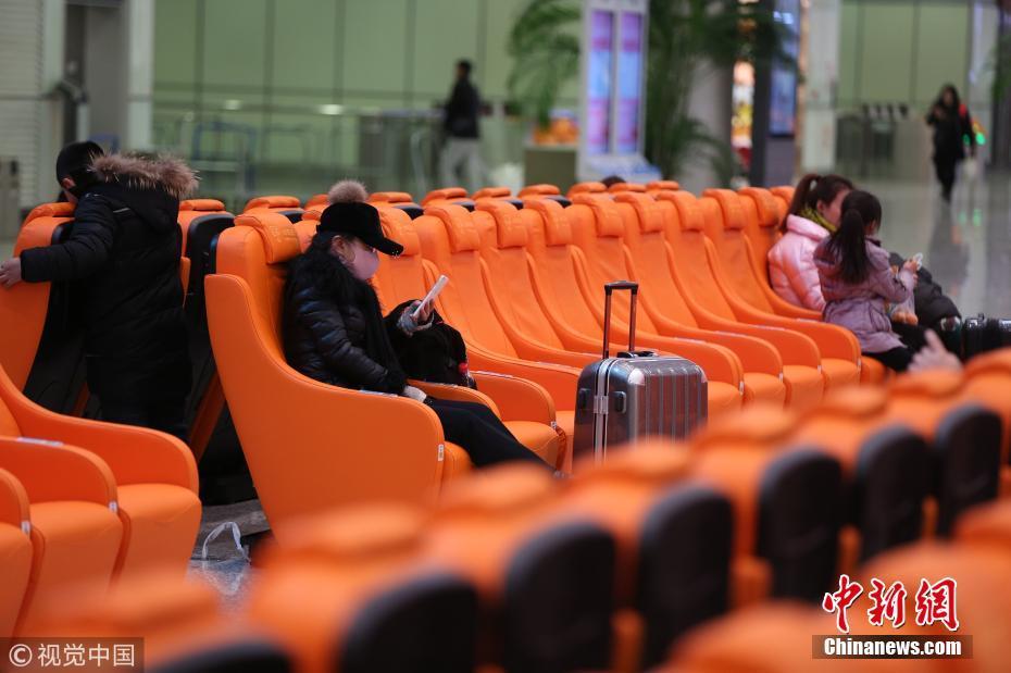大连现豪华候车室 座椅都是按摩椅还可为手机充电
