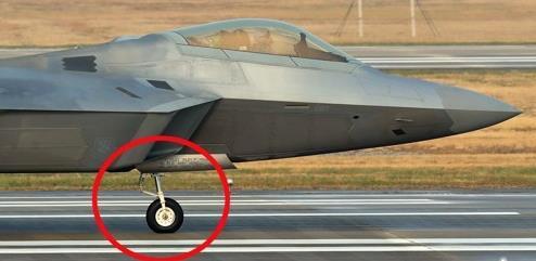 """美隐形战机""""掉链子"""":F22和F35相继发生故障"""