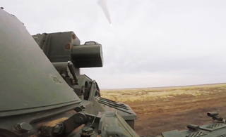 俄罗斯展示最强版道尔导弹 边走边打太猛了