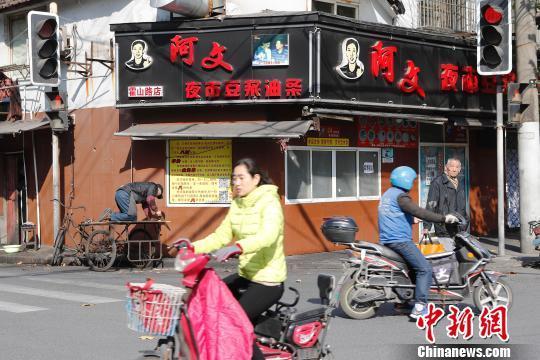上海抽检29家餐饮店 5家涉嫌无证经营被取缔