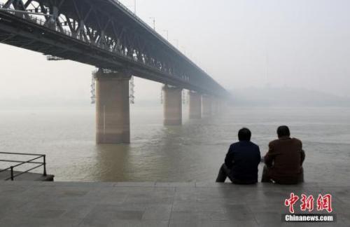 黄淮江淮江汉等地今日有霾 全国大部降水稀少