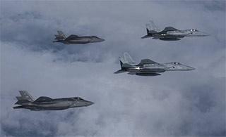 美F35A刚部署日本就与日军机训练