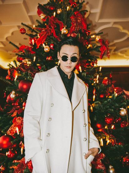 陈伟霆德国看秀  提前解锁圣诞季